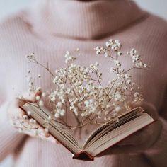 HD photo by Olga Pogodina ( on Unsplash Book Aesthetic, Flower Aesthetic, Aesthetic Vintage, Aesthetic Photo, Aesthetic Pictures, Belle Aesthetic, Photography Aesthetic, Book Photography, Creative Photography