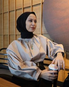 Hijab Fashion Inspiration, Style Inspiration, Simple Hijab, Girl Hijab, Muslim Fashion, Scarf Styles, Photography Poses, Film, Outfits