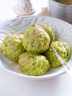 Everyone can do classic # dumplings! In this they are spiced up with wild garlic. Everyone can do classic # dumplings! In this they are spiced up with wild garlic. Gluten Free Recipes For Dinner, Easy Dinner Recipes, Vegetarian Recipes, Dumpling Recipe, Dumplings, Garlic Meatball Recipe, Plats Healthy, Amazing Food Photography, Albondigas