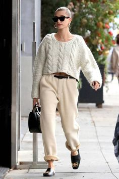 Hailey Bieber flaunts her chic style for a pampering session in LA - Self-care Sunday! Hailey Bieber was seen enjoying a pampering session on Sunday in Beverly… - Estilo Hailey Baldwin, Hailey Baldwin Style, Beverly Hills, Look Street Style, Celebrity Style Inspiration, Paris Mode, Fashion Designer, Celebrity Outfits, Celebrity Style Casual