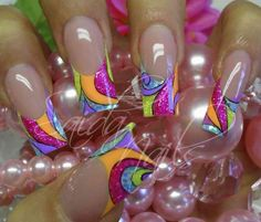I don't like long nails, but I love this design.