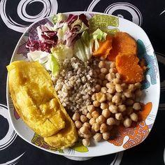 Reposting @healthy_baeloclaudia: Hoy para comer; papaya asada en #ollalenta , trigo sarraceno, garganzos también de olla lenta, batata asada en olla lenta of course.. 😂😂😋 y un poco más de color con hojas frescas de achicoria y escarola. Uhhmmm !! Todo con un poco de pimienta molida, ajo en polvo y una emulsión de aove y salsa tamari. Riquísimo todo. 🤗😋😋😋 . . .  #healthy #vegan #saludable #singluten #glutenfree #crueltyfree #sinsufrimientoanimal #bcspasta #govegan #plantbased