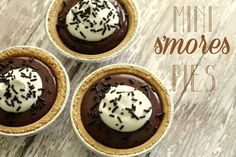 Mini S'mores Pies - perfect for individual servings and for get togethers! #smores