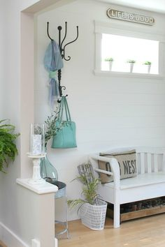Light, bright and airy. That's my favourite summertime home decor style… It doesn't mean all-white for me. I love hits of colour. Especially watery and natural colours. Think sea and sky and forest. And this week, at Work it Wednesday, we were blown away by these beautifulhome decor ideas that were shared. Full of light, …
