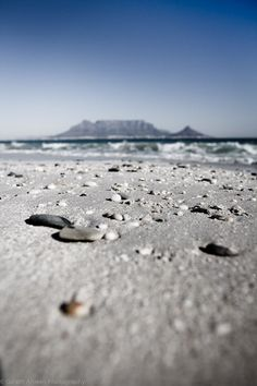 Table Mountain from Blouberg Beach, Cape Town, South Africa Oh The Places You'll Go, Places To Travel, Cape Town Tourism, Table Mountain Cape Town, Cape Town Holidays, South Afrika, Powerful Pictures, Natural Wonders, West Coast