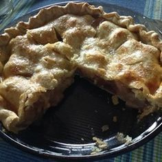 Tastes like the best apple pie you have ever had. Make people guess what it is! They will want another slice. Green Tomato Bread Recipe, Green Tomato Pie, Tomato Cake, Green Tomato Recipes, Green Tomatoes, Pie Recipes, Baking Recipes, Dessert Recipes, Healthy Desserts