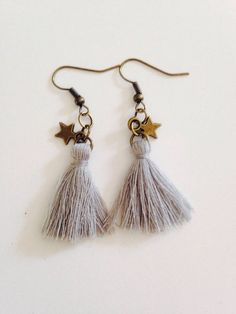 Fashion Jewelry 2017 - Earrings with gray pompom Materials used: Sewing thread, M Handmade Beaded Jewelry, Tassel Jewelry, Textile Jewelry, Fabric Jewelry, Metal Jewelry, Jewellery, Diy Necklace, Beaded Earrings, Bijoux Diy