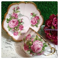 Salisbury large pink roses with heavy gold rim. Teapots And Cups, Teacups, Vintage China, Vintage Tea, Rose Tea, Chocolate Cups, Shabby Chic Bedrooms, Tea Service, China Painting