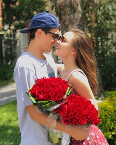 Pin by ❤️𝓚𝓮𝓽𝓱𝓲𝓷 𝓥𝓲𝓽𝓸𝓻𝓲𝓪🥀 on Larissa Manoela Couple Goals, Kids Tumblr, Cute Love Quotes, Cute Relationships, Couple Shoot, Couple Pictures, Portrait, Cute Couples, Friends