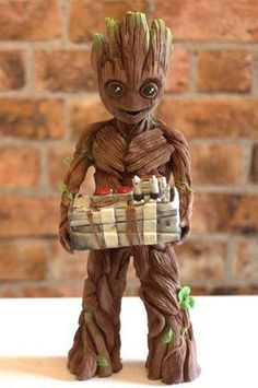 VIDEO: Basingstoke cake maker wows Guardians of the Galaxy director with chocolate sculpture (From Daily Echo)