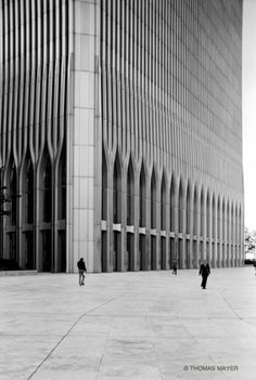 I've never gotten the chance to see the World Trade Center but it looked nice. World Trade Center New York 1978 Thomas Mayer World Trade Center, Trade Centre, Louis Kahn, Architectural Photographers, Architectural Sketches, Gothic Architecture, Building Architecture, Space Architecture, Classical Architecture