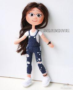 #2019 ' un ilk güzeli 👌🏼🥰🤗 . . . . . #doğumgünü #happybirthday #kişiyeözelhediye #kişiyeözeltasarım #örgübebek #örgü #çocuk #hediyelik… Cute Crochet, Crochet Dolls, Barbie, Amigurumi Toys, Handmade Toys, Doll Toys, Crochet Stitches, Snoopy, Anime