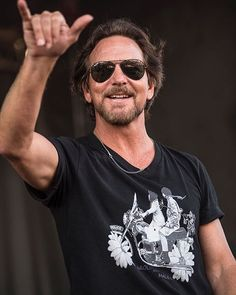 """@PearlJam's Eddie Vedder during a surprise version of @PinkFloyd's """"Shine On You…"""