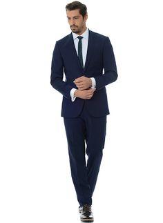 Ярко-синий приталенный костюм в магазине мужской одежды ОТОКО