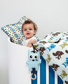 Forest bedlinen baby boy, in combination with forest musical toy in earthy colours.