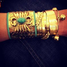 A gold Thursday! Aurélie Bidermann wrist