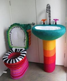 Crochet toilet and sink cover installationCrochet toilet and sink cozies. This won't happen in my house, but it's definitely crazy ; :-) jigsaw puzzle online with 16 piecesWhat do you think of this yarn bombed bathroom?Crochet so cute Knit Art, Crochet Art, Learn To Crochet, Crochet Patterns, Yarn Bombing, Knitting Humor, Crochet Humor, Knitting Ideas, Guerilla Knitting