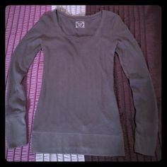 DeCree Long Sleeve Scoop neck thermal Top. Size XL DeCree Long Sleeve Scoop V-Neck thermal style Shirt in Dark Heather Gray. Size XL. Fits Regular size M-LG also, I'm usually a Size Medium & it fits me fine as a long loose fit. EUC. Very comfortable & really cute shirt! Decree Sweaters Crew & Scoop Necks