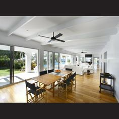 The long living area was designed to look and function like a traditional Queensland veranda. It features louvre windows, glass sliding doors and a white-painted tongue-and-groove ceiling with exposed beams and Casablanca-style ceiling fans. Bedrooms open directly off the main living space.