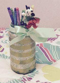 Frascos reutilizado y decorado para guardar lápices entre otros una forma súper linda de reutilizar