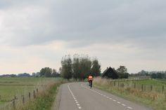 fietsen over de dijk - er komt alleen wel steeds meer wind