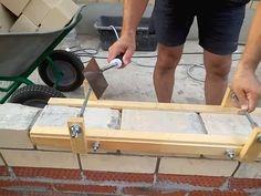 Приспособление для кладки кирпича Pump House, Family House Plans, Construction Tools, Concrete Blocks, Backyard Landscaping, Garden Tools, Garage, Masons, Wood