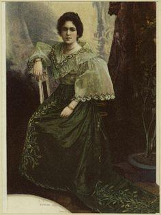 From New York Public Library Digital Collections. Philippine Women, Philippine Art, Filipino Art, Filipino Culture, Manila, Philippine Mythology, Filipiniana Dress, Filipino Fashion, Philippines Culture