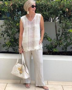 One of those outfits you put on & instantly feel stylish with minimal effort. Simple & classic neutrals for a chic 'European' look. Stylish Older Women, Older Women Fashion, Fashion Tips For Women, Over 60 Fashion, Over 50 Womens Fashion, Fashion Over 50, Casual Dresses, Casual Outfits, Fashion Outfits