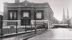 St. Josephstraat in 1904. Textiel. Het binnenrijden van een enorme stoomketel bij wollenstoffenfabriek Van den Bergh - Krabbendam te Tilburg...