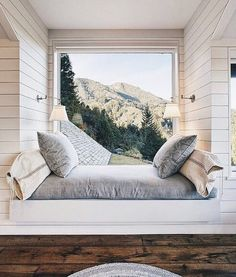 Daybed under window. now this is the dream (window seat bed). And perfect reading nook. Home Design, Interior Design, Design Ideas, Interior Ideas, Room Interior, Design Design, Design Inspiration, Wall Design, Design Trends