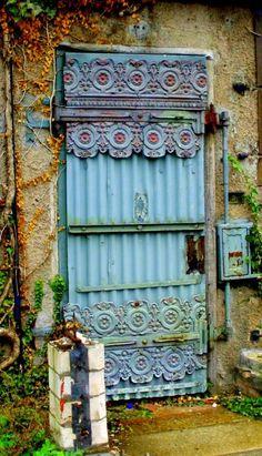 Puertas con historias...                                                                                                                                                                                 Más
