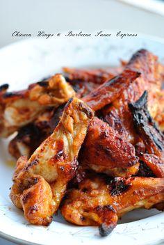 Atta.Des chicken wings quoi...Ca colle,tu te lèches les doigts,c'est délicieux.Avec une sauce barbecue maison express que j'ai trouvée dans une émission de BBQ,la classe instantanée.J'ai l'habitude...