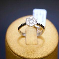 anello-solitario-oro-bianco-e-diamante-fiore