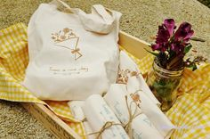 Wedding favors - tote bags with customized designs to thank your guests for their presence!