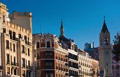 Madrid – eine Stadt voller Kontraste Vom Luxuswohnviertel zum Einkaufs- und Geschäftsbezirk      … das gediegene Barrio de Salamanca im Osten der Stadt, seit seiner Entstehung eines der bevorzugten Wohnviertel der madrilenischen Oberschicht und bis heute eine der exklusivsten Regionen zum Flanieren und Shoppen. Es war der spanische Starunternehmer des 19. Jahrhunderts, der Marqués de Salamanca, der die enorme Geldsumme für den Bau dieses Quartiers aufbrachte.