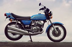 The Kawasaki 750 Mach IV was introduced in 1972 to significant interest from both the leading motorcycle journalists and their readers, it was the Street Motorcycles, Custom Street Bikes, Moped Motorcycle, Motorcycle Posters, Vintage Motorcycles For Sale, Japanese Motorcycle, Kawasaki Motorcycles, Classic Bikes, Super Bikes