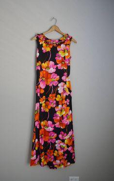 21cd9920377 CLEARANCE - vintage 50s 60s Black Pink Fuchsia Hibiscus Maxi Hawaiian Style  Dress -- womens small --