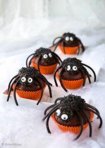Hämähäkkimuffinssit Halloween Themed Food, Halloween Treats, Happy Halloween, Spider Cupcakes, Holiday Cupcakes, Just Eat It, Holiday Appetizers, Food Themes, No Bake Cake