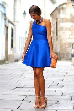 Collar para vestido azul klein