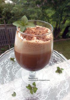 Ледяной шоколадно-мятный кофе | Кулинарные рецепты от «Едим дома!» Smoothie Drinks, Smoothie Recipes, Cocoa Chocolate, Creme Brulee, Panna Cotta, Nom Nom, Cocktails, Food And Drink, Cooking Recipes