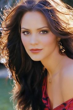 Katherine McPhee: Diamond face: narrow forehead, a narrow chin and the widest part are the cheeks.