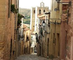 I cannot wait to visit this medieval town on my next trip to Madrid. It was far too wet in April this time. Siguenza looks beautiful. Places To Travel, Places To Go, Rioja Spain, Places In Spain, Hidden Places, Medieval Town, Spain And Portugal, Tuscany Italy, Dream Vacations