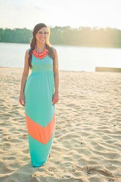 El color coral es perfecto para la playa. #stylesmx