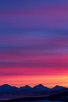 amazing sky, clouds and color; looks like NM sunsets. Beautiful Sunset, Beautiful World, Beautiful Places, Beautiful Norway, Beautiful Scenery, Pretty Pictures, Cool Photos, Sky And Clouds, Belleza Natural
