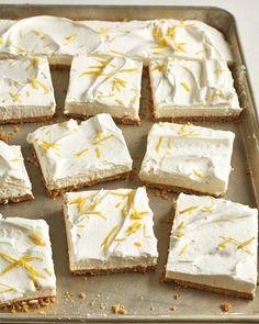 Summer is the season for no bake desserts. This no bake sheet pan lemon yogurt tart combines lemons, yogurt, graham crackers, cool whip, and more. This is an ice box cake that everyone will love. Lemon Dessert Recipes, Tart Recipes, Cheesecake Recipes, Easy Desserts, Delicious Desserts, Tapas, Yogurt Dessert, Tart Filling, Lemon Yogurt