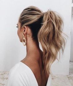 Classic ponytail with loose curls