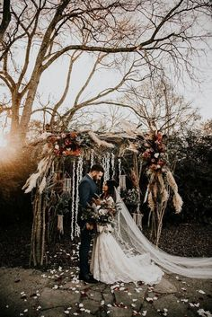 We've Had Heart Eyes Since We Laid Eyes on This Boho Rustic Meadow Hill Farm Wedding and We May Never Be the Same rustic wedding We've Had Heart Eyes Since We Laid Eyes on This Boho Rustic Meadow Hill Farm Wedding and We May Never Be the Same Lilac Wedding, Burgundy Wedding, Farm Wedding, Floral Wedding, Wedding Colors, Wedding Bouquets, Rustic Wedding, Wedding Ceremony, Wedding Flowers