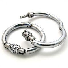 Bracelets/menottes acier fermeture à combinaison