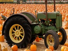 Antique Tractor Weekend, Oct 14th - Underwood Family Farms (3370 Sunset Valley Road) Small Tractors, Old Tractors, Antique Tractors, Vintage Tractors, Pumpkin Patch Party, Sunset Valley, John Deere Equipment, Valley Road, Folk Festival