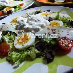 Řecký salát s tzatziki